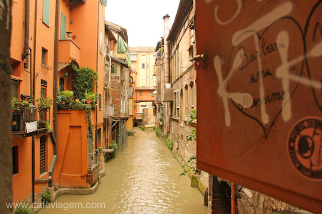 O lado Veneza de Bologna se esconde em uma janelinha na Via Capo di Lucca