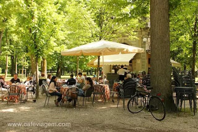 Café no meio do parque: bom pit-stop!