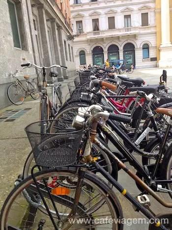 Estacionamento de bikes na Piazza Garibaldi
