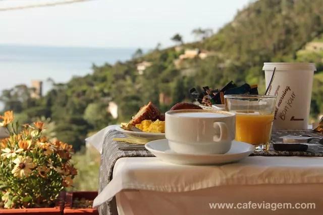 O café da manhã simples, mas com o mar de banquete em Monterosso!