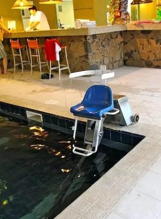 uma das várias facilidades para os cadeirantes no hotel