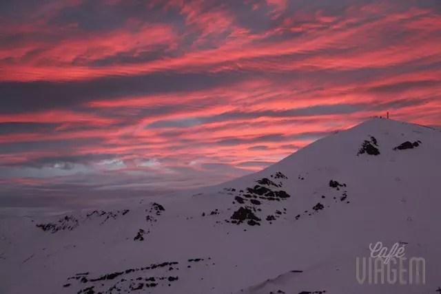 O melhor momento do dia: o entardecer nas montanhas que merece um vinho chileno!!