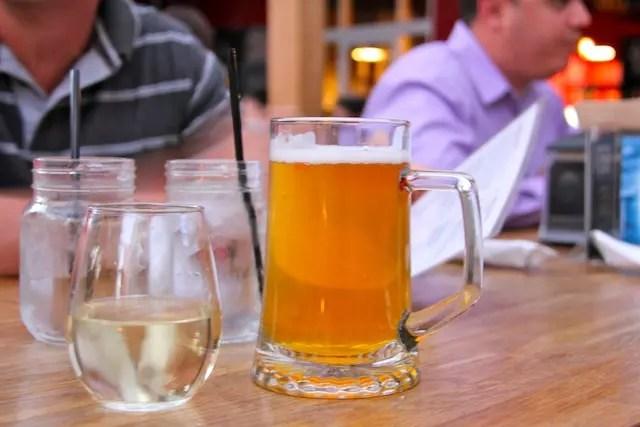 Esse lugar merece um brinde!!! Vinho ou cerveja,