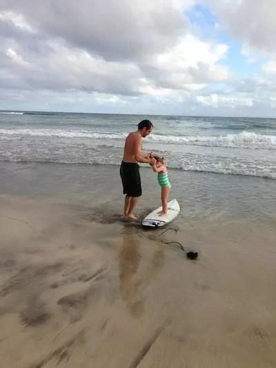 Pimpolha da Joana dando uma de surfista no Havaí!