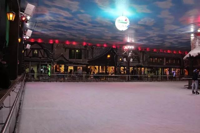 A pista de gelo do Vilarejo Alpino