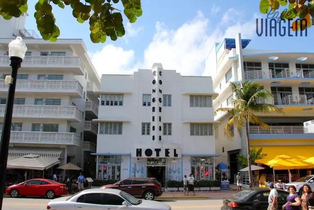 """os tons claros e pastéis dos prédios criaram o """"Tropical Art Deco"""""""