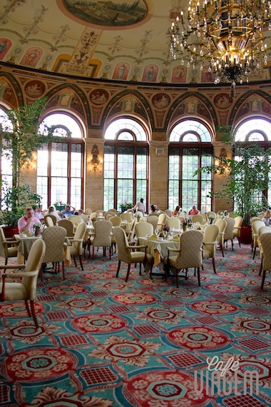 """O sala """"The Circle"""" onde é servido o famoso brunch dos domingos aberto ao público"""