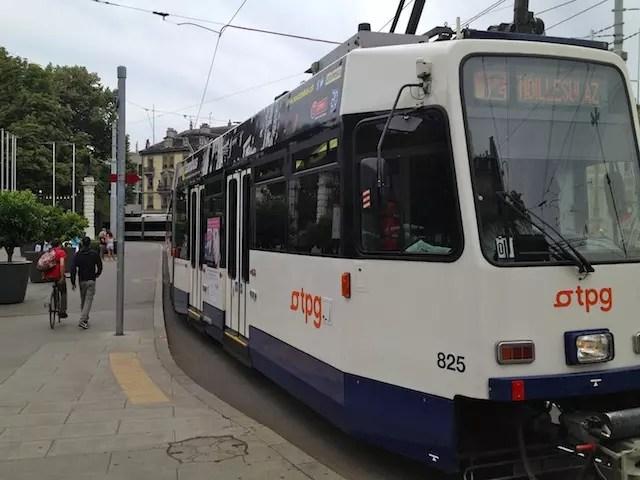 """a facilidade de se deslocar a pé ou no """"tram"""" - o metrô de superfície"""