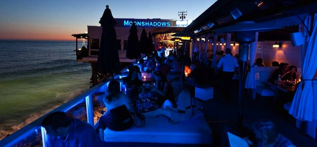Final de tarde e jantar no Moonshadow. Foto site http://www.moonshadowsmalibu.com/