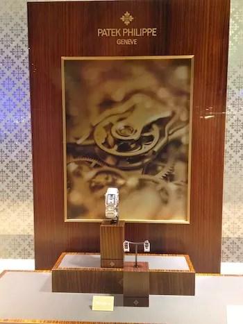 vitrine da marca mais famosa e fina de relógios