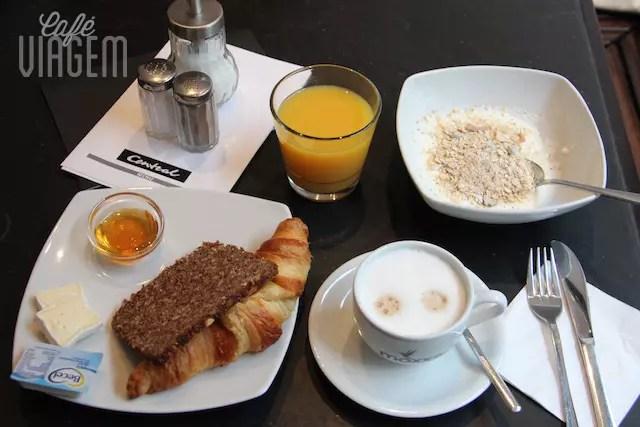 Já sinto saudades do meu café da manhã com mel orgânico, musli e pão preto alemão (schwarzbrot )