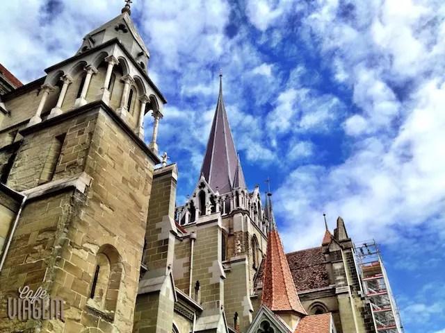 Antes de chegar no chocolate, curta o centro histórico da cidade e a vista da área que cerca a Catedral