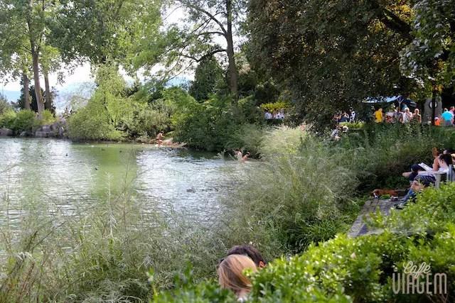 No verão, todos curtem o lago!