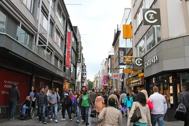 A rua de compras Hohe