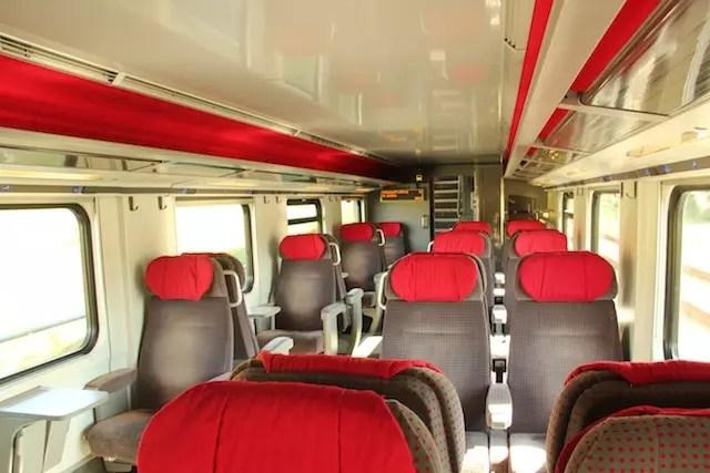 "procure pelas ""Quiet areas"" - áreas de silêncio no trem. Amei!"