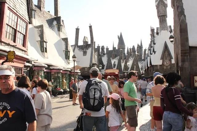 Visite primeiro os brinquedos mais concorridos. No Island of Adventure, toda a área do Harry Potter