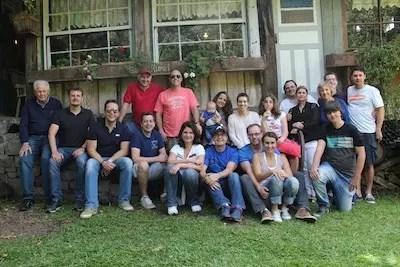 """O grupo do nosso almoço: torcedores do timão """"Filho Futebol Clube"""". Enquanto eles almoçavam com os professores, os pais foram curtir o Sabor Rural"""