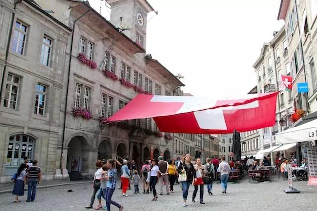 O coração de Lausanne: a Praça de La Palud