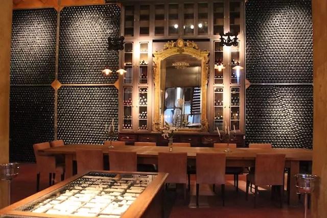Uma sala especial na bodega onde são realizados eventos ou degustação para grandes grupos