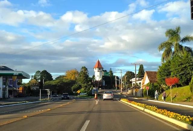 Chegando em Nova Petrópolis, mantenha a sua direita para ir para rua principal ou mesmo para Gramado, ok?