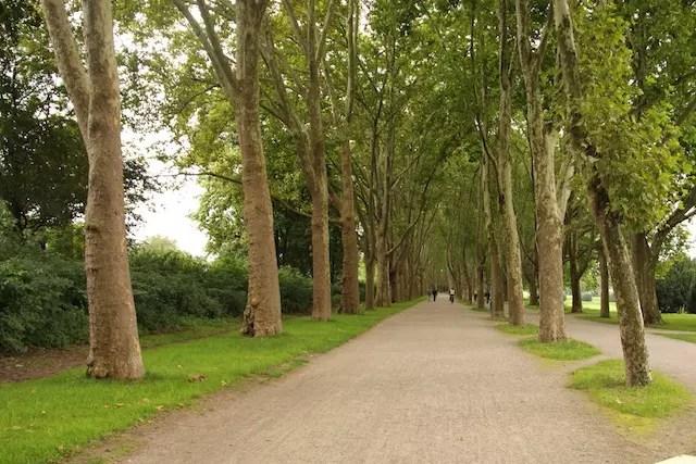 Cruzando os parques da área universitária que também merece uma visita