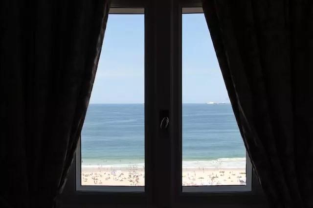 todas as janelas dão para o infinito azul do mar!
