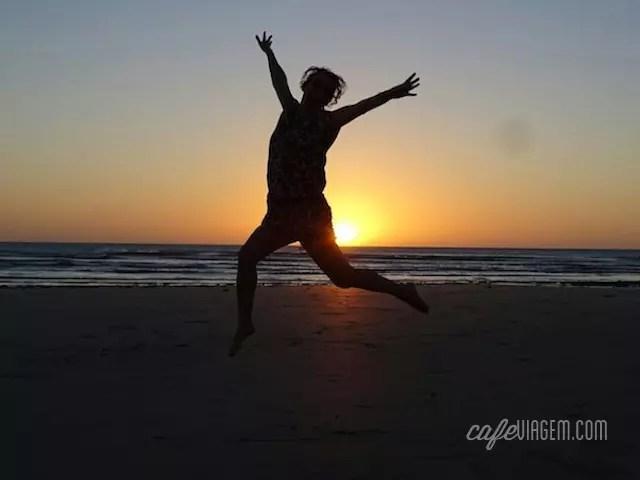 Meu primeiro pulo de emoção na rota: no pôr do sol incrível de Jeri