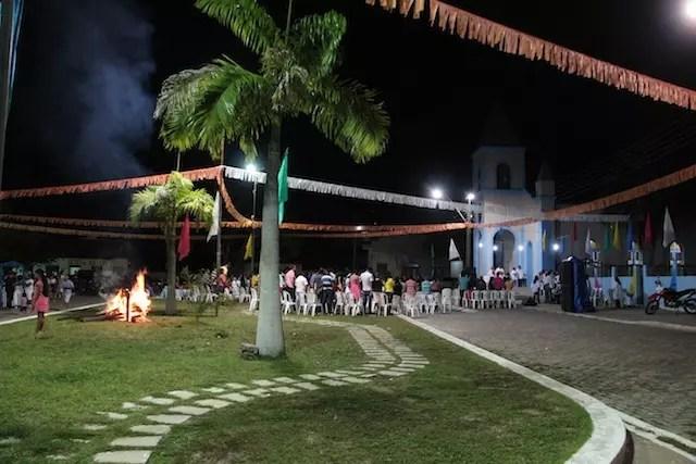 A Praça da Matriz, em frente ao restaurante, em dia de festa da comunidade de São João