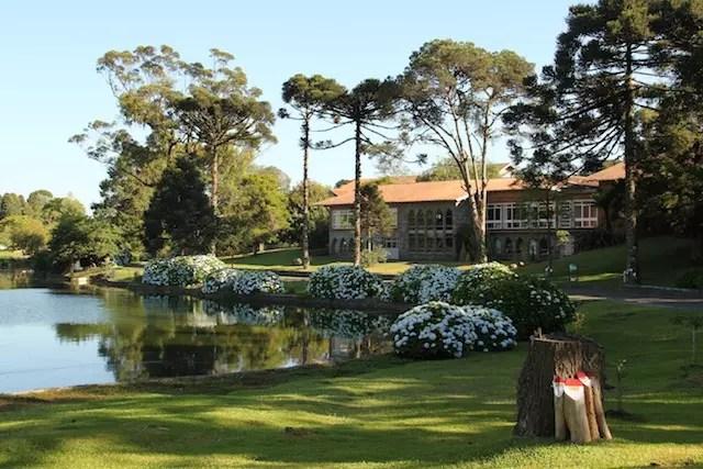 O hotel nos dias de hoje segue com a sua bela área verde