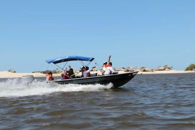 E da praia de Caburé de barco para Vassouras e Mandacaru