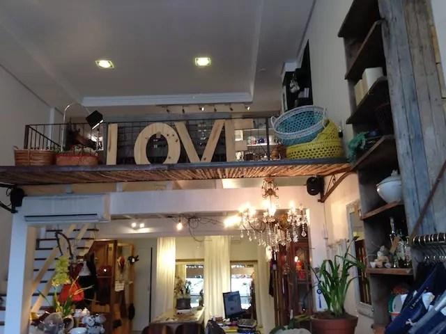 Um dia ainda compro aquelas letras em madeira que amo na Santa Composição