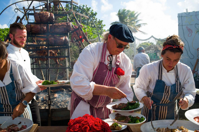Francis Malmann pilotando o fogo do Faena - Foto site Faena South Beach