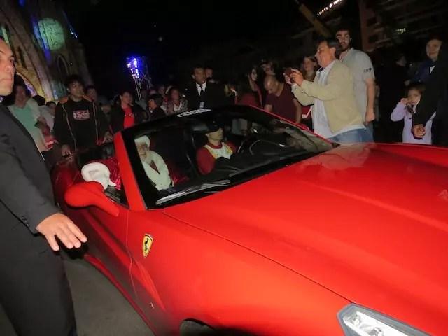 Papai Noel phyno, vai pra casa de Ferrari