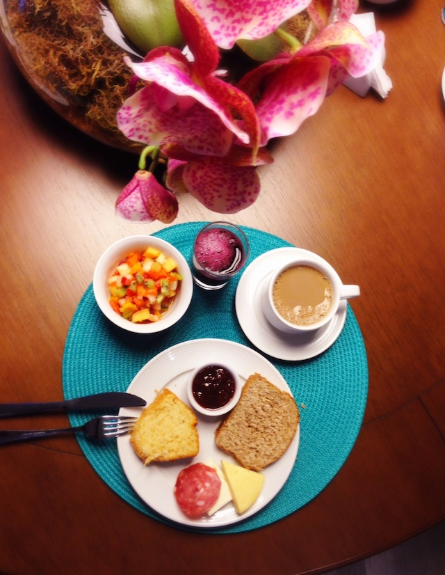 Bom-dia com muita delicadeza à mesa!