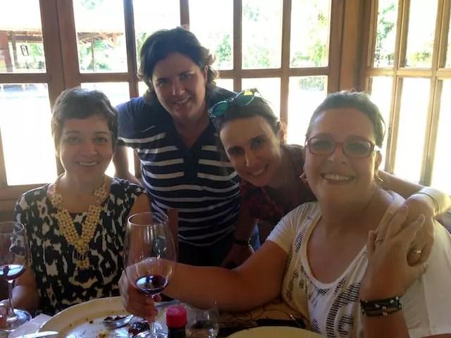 A companhia à mesa foi tão boa quanto os vinhos e os pratos. Saúde, gurias!!