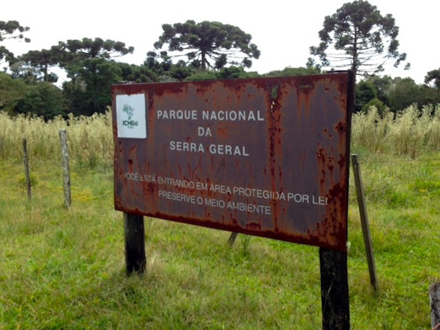 placa na entrada do Fortaleza