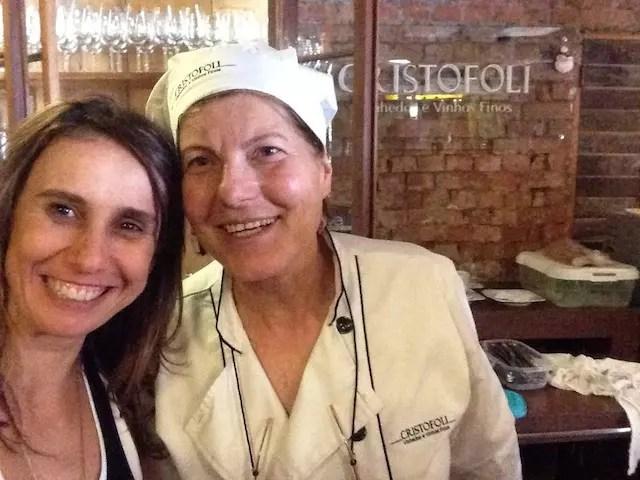 Uma foto com a cozinheira , tava 10 Dona Maria de Lurdes Cristofoli