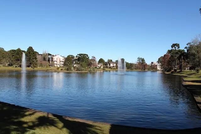 A área do lago: perfeita para caminhar, correr, brincar ou pedalar