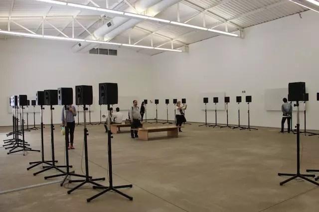 Um espaço para se arrepiar, instalação sonora de Janet Cardiff e George Bures Mille