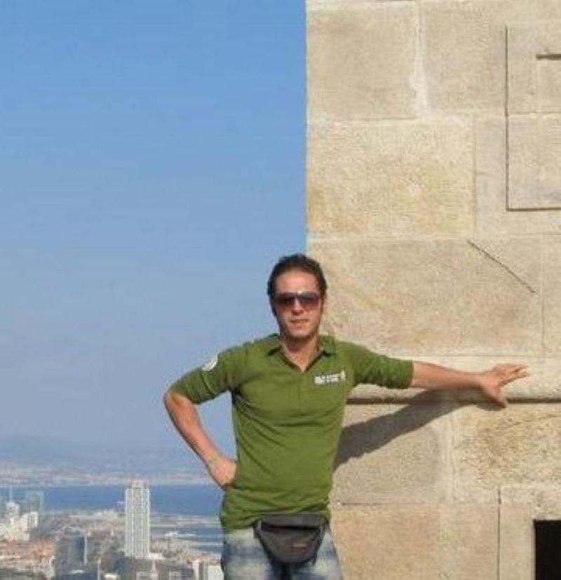 アレッサンドロ・ベロッティが海を泳いでいる間にキューバの病気で亡くなりました