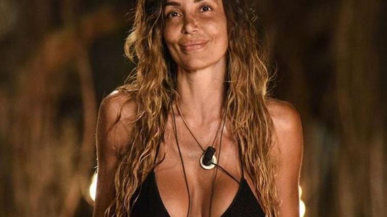 """""""Confesso: sono fidanzata con lui"""". Dopo l'Isola, la bomba: Rosaria Cannavò ha tenuto tutto nascosto per anni"""