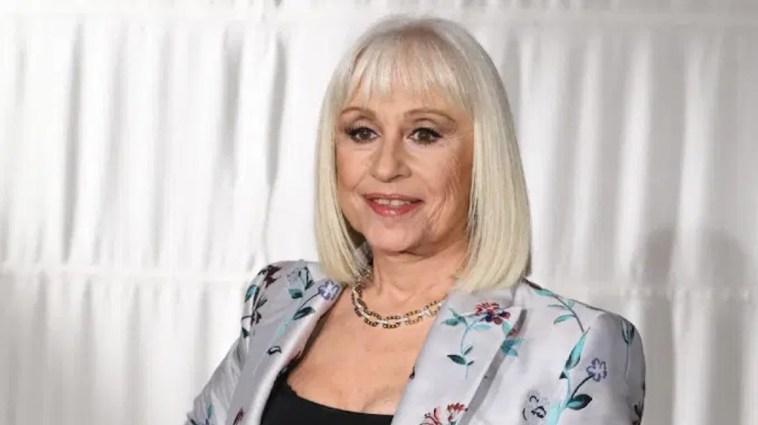 """""""Anche lei come la madre"""". Raffaella Carrà, lo stesso destino di Iris, morta nel 1987 a 64 anni"""