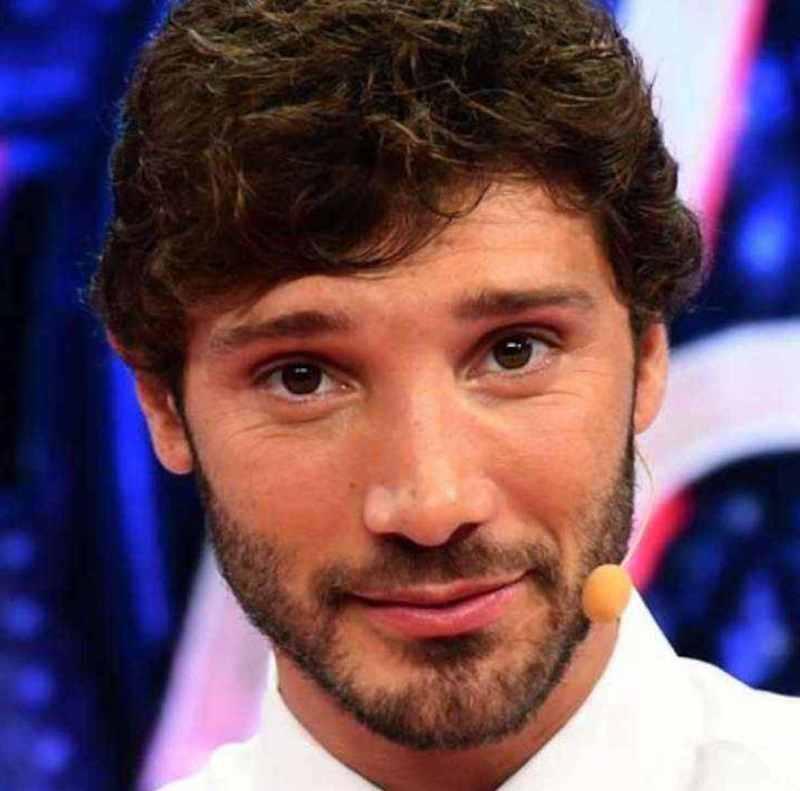 ステファノ・デ・マルティーノが婚約