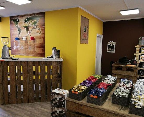 caffeina-store-punto-vendita-san-damiano-thumb-2