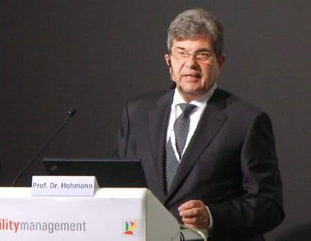 Prof. Hohmann stellte auf der FM Messe 2015 den CAFM-Trendreport 2015 (GEFMA 945)  vor