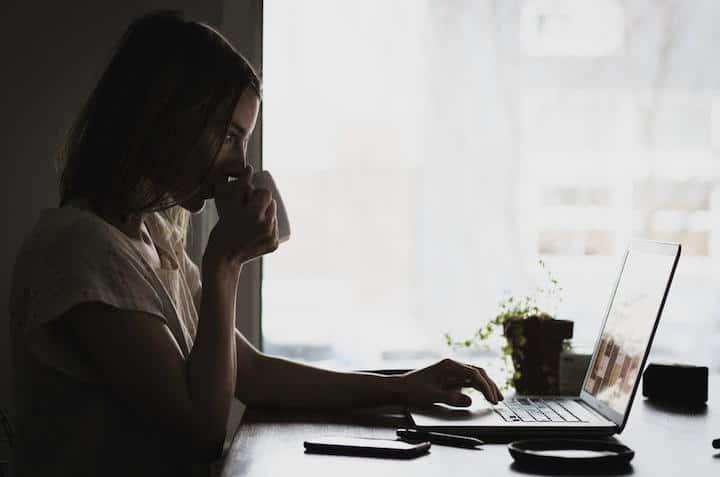 Im Home Office zu arbeiten kann gut sein und die Produktivität fördern – wenn es wohl dosiert passiert