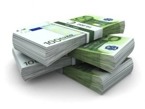 La banca versa per sbaglio 45mila euro a pensionato: lui li spende tutti