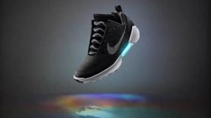Ecco le scarpe che si allacciano da sole