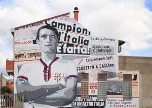Nel centro di San Gavino svetta il murale  di Gigi Riva