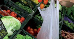 Da gennaio pagheremo  i sacchetti per frutta e verdura